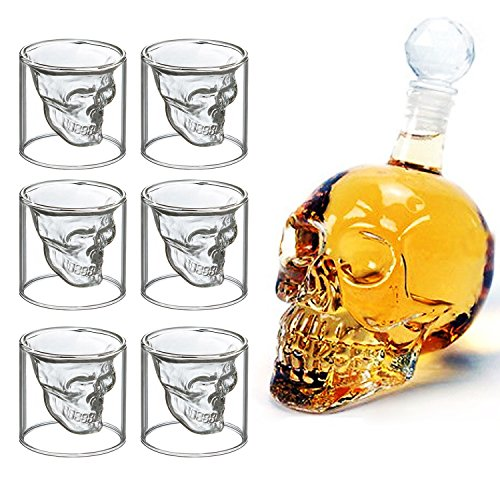 Shot-Gläser und Flasche